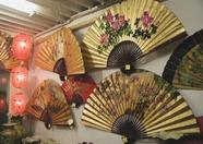 Japanese and Chinese lampoons and fans. (Holwha)
