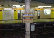 Still standing on the platform of Aoyama Itchoume station.