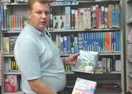 Remco, our reporter holding MSX software in the Trader2 shop