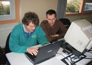 Arnold and Eric doing something on Eric's laptop; they even found a bug in openMSX.