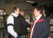 Hans Benschop talking to Abi van Tamelen
