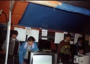 The crew at work demonstrating stuff. There are some other known people behind the MSX Futurist stand from other groups.